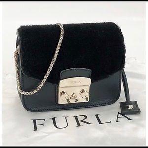 AUTHENTIC Furla  ChainShoulder Bag gold